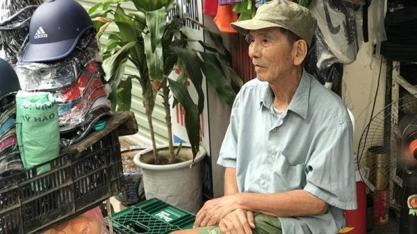 Hà Nội: NSƯT Trần Hạnh bán giày, mũ bảo hiểm mưu sinh ở tuổi 89 trên phố Trần Quý Cáp