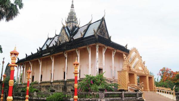 Ngôi chùa độc đáo với kiến trúc Angkor ở Bạc Liêu