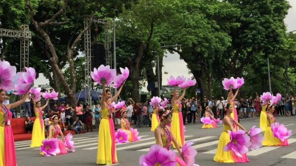 Hà Nội: 5000 nghệ sỹ hội tụ trong lễ hội đường phố lớn chưa từng có trên phố đi bộ