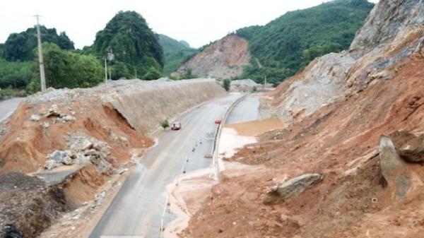 Quảng Ninh: Cao tốc nghìn tỷ cứ mưa là sạt lở