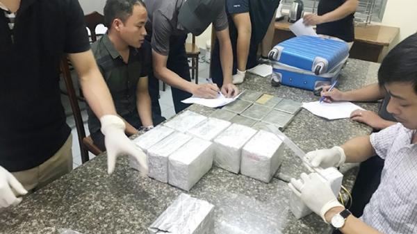 Bất ngờ với 40 bánh heroin trong va li xách tay chuyển đi Cao Bằng và các tỉnh để tiêu thụ