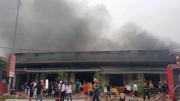 Cháy 5 quán karaoke ở Quảng Ninh, khách đang hát bỗng nháo nhào chạy