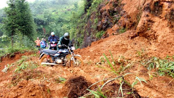 Hà Giang: Sạt lở đường tại huyện Mèo Vạc, ách tắc giao thông cục bộ