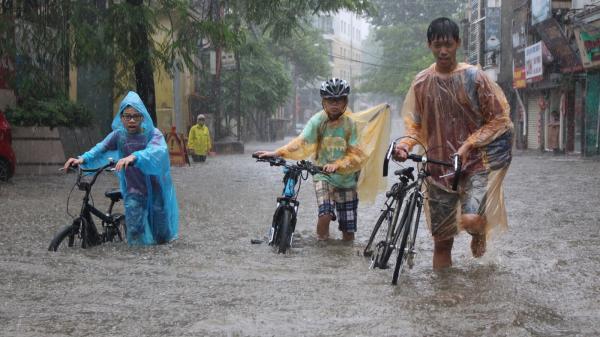 NÓNG: Ngày mai (17/9) học sinh Quảng Ninh vẫn đi học bình thường