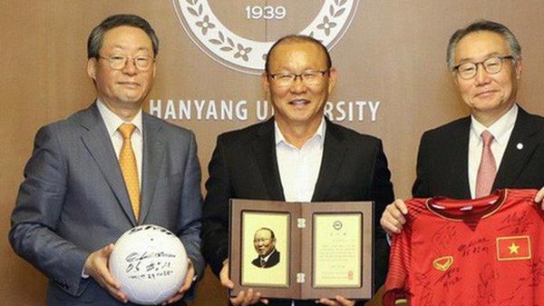 """Giúp bóng đá Việt Nam gặt hái nhiều """"quả ngọt"""", thầy Park được vinh danh ở quê nhà Hàn Quốc"""
