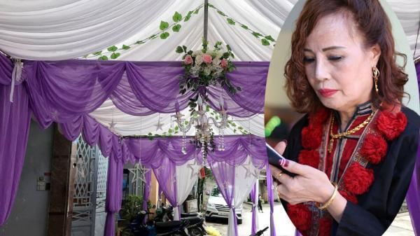 Cao Bằng: Vàng đeo nặng trĩu, cô dâu 61 tuổi tất bật trong đám cưới