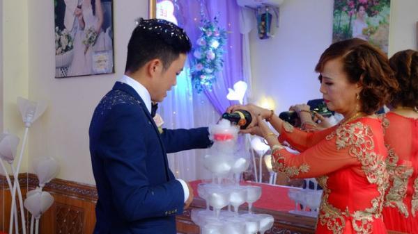 """Cao Bằng: Cô dâu 61 tuổi lên tiếng khi bị người làm loạn đám cưới """"tố"""" không dám mời con gái"""