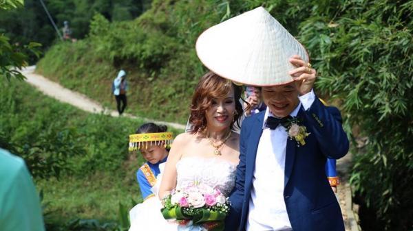 """Cô dâu 61 tuổi lần đầu đáp trả """"cực gắt"""" trước tin đồn """"chồng 26 tuổi yêu vì khối tài sản"""""""