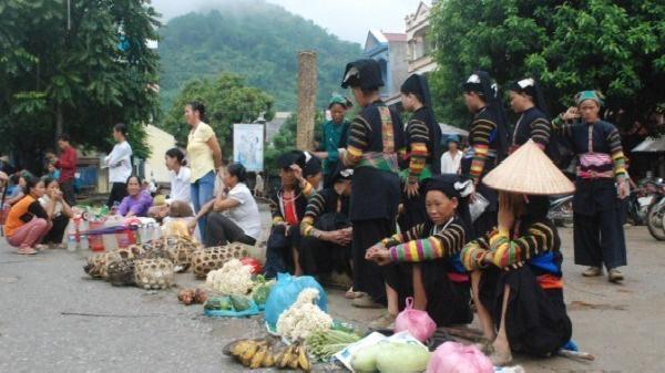 Xôn xao chợ quê Cao Bằng