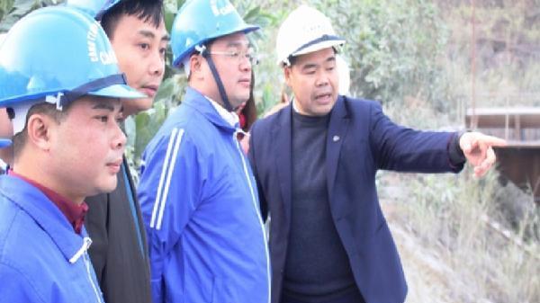 Tuổi trẻ Thủ đô thăm, tặng quà công nhân Gang thép Cao Bằng