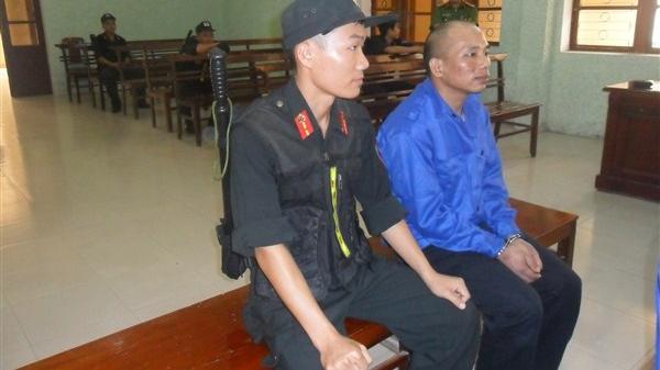 Cao Bằng: Nam thanh niên dùng vũ lực khống chế, hiếp dâm cháu mình