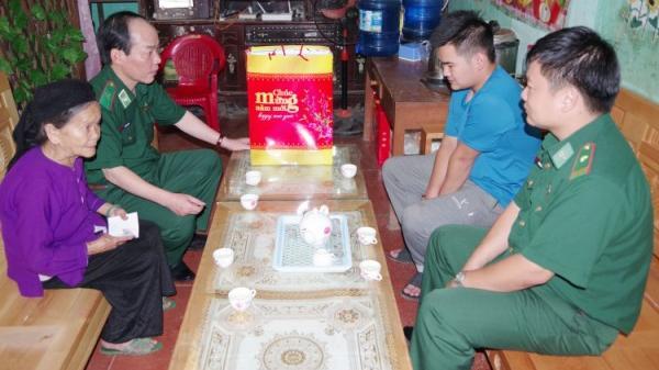Cao Bằng: Cảm động Thiếu tướng hỗ trợ 2 học sinh nghèo vượt khó