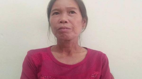 Cô giáo cống hiến suốt 37 năm, khóc nức nở khi cầm quyết định nghỉ hưu