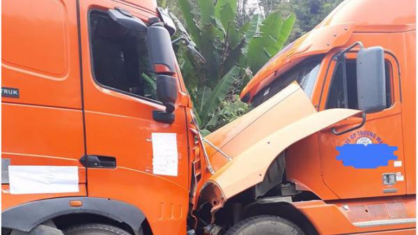 Cao Bằng: Kinh hoàng hai xe container cỡ lớn mất lái đâm đầu vào nhau
