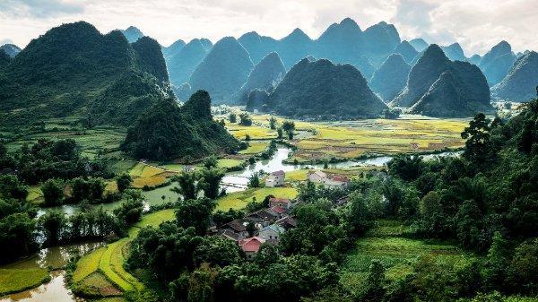 Có một dòng sông đẹp đến ngỡ ngàng ngay giữa núi rừng Cao Bằng