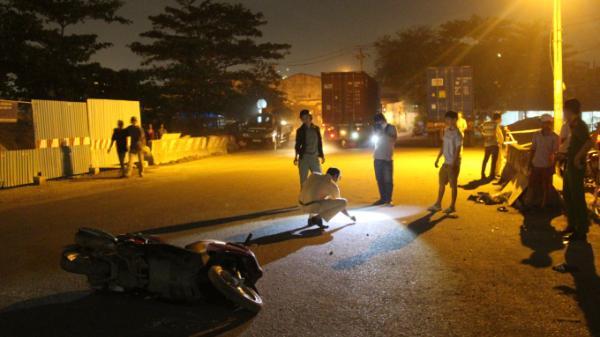Vừa ra khỏi công ty để về nhà trọ, hai anh em ruột gặp nạn dưới bánh xe container, bị kéo lê hơn 5m