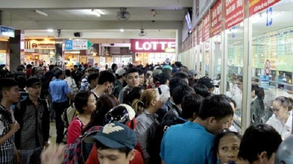 Giá vé Tết có tăng, người dân vẫn dự tính nô nức về quê