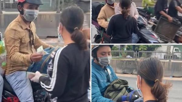 Người phụ nữ đi dép lê phát tiền cho người dân về quê tránh dịch: '16 năm nay tôi chưa biết đến bộ quần áo mới'