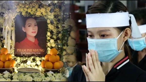 Thông báo hoãn lễ tưởng niệm, gia đình tổ chức cầu siêu cho ca sĩ Phi Nhung, các con nuôi xúc động bật khóc