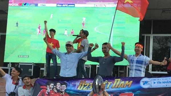 Buôn Ma Thuột lắp MÀN HÌNH 'KHỦNG ' tại quảng trường cổ vũ U23 Việt Nam