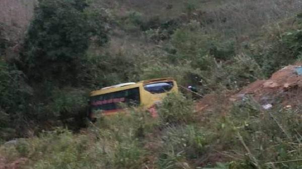 Xe khách đi Gia Lai rơi xuống vực sâu trên đèo Lò Xo, 20 người thương vong