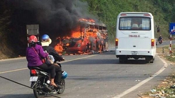 23 hành khách và tài xế thoát khỏi hỏa hoạn khi xe Phương Trang bốc cháy