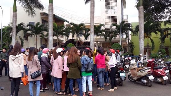 Tạm dừng chấm dứt hợp đồng với hơn 500 giáo viên tại Đắk Lắk