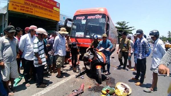 Xe khách tông hàng loạt xe máy và ô tô, 1 người chết, 4 người bị thương