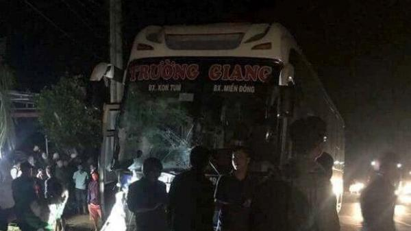 NÓNG: Tai nạn liên hoàn với xe cứu thương, 6 người thương vong