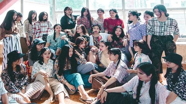 Ảnh kỷ yếu 'Bụi đời xóm chợ' tinh nghịch của học sinh Đắk Lắk