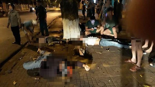 Đắk Lắk: Ô tô lấn làn tông xe máy, người thương vong nằm la liệt