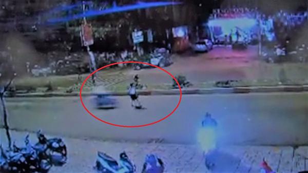 Đắk Lắk: Phóng xe tốc độ cao, nam thanh niên húc văng cô gái đi qua đường
