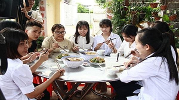 TP Buôn Ma Thuột: Vợ chồng thầy giáo nấu ăn, cho thí sinh trọ miễn phí