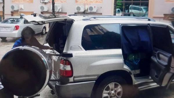 Gia Lai: Bắt giữ xe ô tô mang biển giả chở 15.000 gói thuốc lá lậu