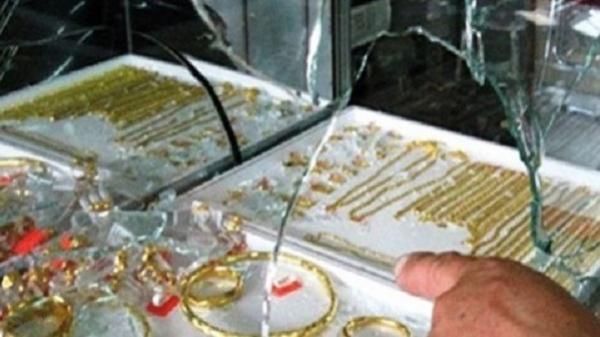 Krông Năng: Chồng ăn trộm tiệm vàng, vợ đem vàng bán trúng... chủ tiệm