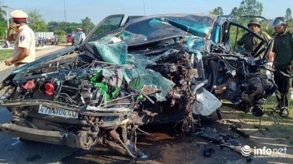 Đắk Lắk: Xe Land Cruiser nát bét sau tai nạn, 3 người bị thương nặng