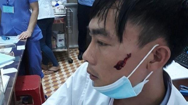 Đắk Lắk: Điều dưỡng bị người nhà bệnh nhân cầm dao rượt, đấm rách mặt