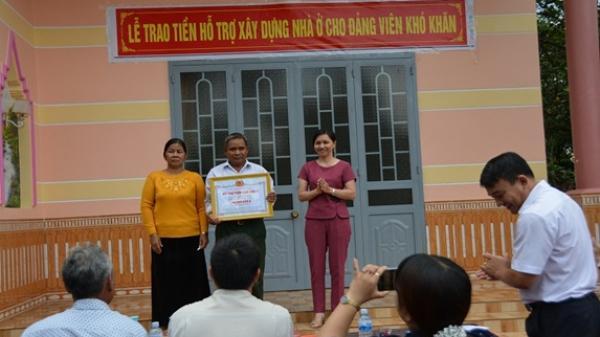 Thành phố Buôn Ma Thuột: Trao tiền hỗ trợ xây nhà ở cho Đảng viên có hoàn cảnh khó khăn tại Buôn Cư Êbông, xã EaKao