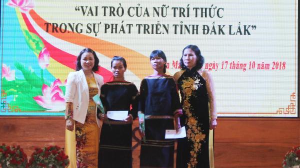 """Tọa đàm về """"Vai trò nữ trí thức trong sự phát triển tỉnh Đắk Lắk"""""""