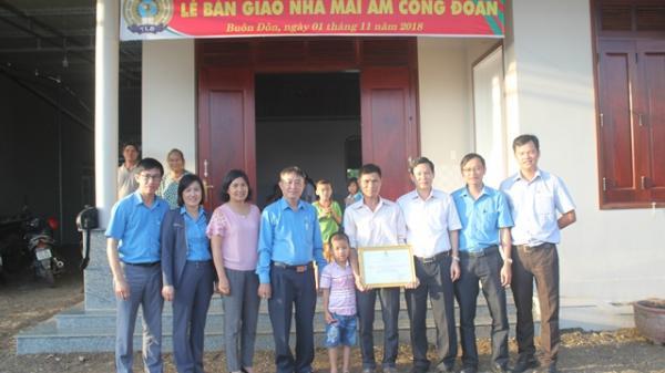 """Liên đoàn Lao động tỉnh Đắk Lắk: Trao nhà """"Mái ấm công đoàn"""" tại huyện Buôn Đôn"""