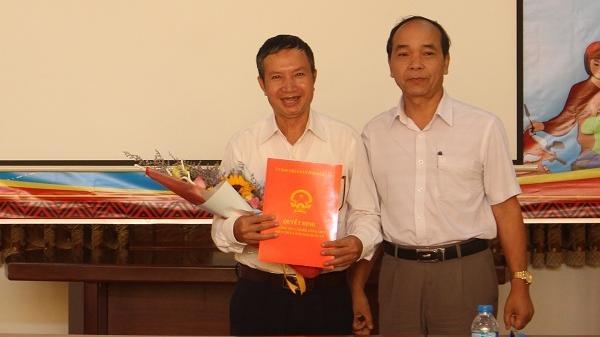 Sở Nội vụ tỉnh Đắk Lắk gặp mặt và trao Quyết định nghỉ hưu cho Phó Hiệu trưởng Trường Cao đẳng Công nghệ Tây Nguyên