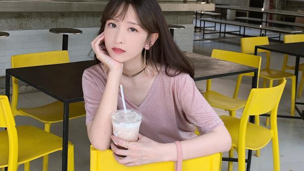 Chăm chỉ uống trà sữa mỗi ngày suốt một học kì, nữ sinh may mắn có được cái kết viên mãn bên crush