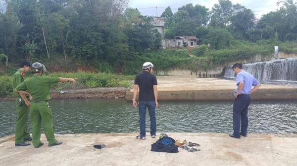 Đắk Lắk: Xót xa học sinh cấp 2 bị đuố.i nước trên đường đi học về