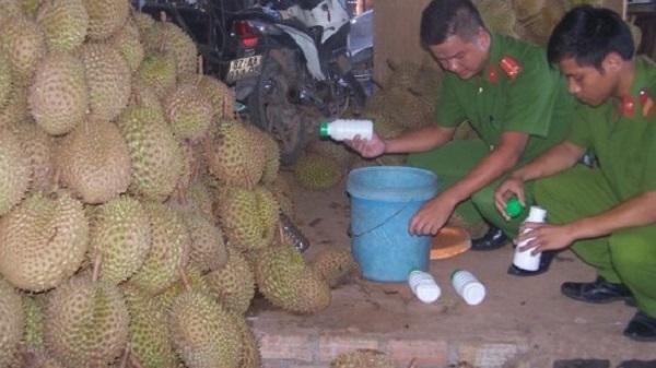 Kon Tum: Kinh hãi cảnh dùng hóa chất 'tắm' cho hơn 2 tấn sầu riêng