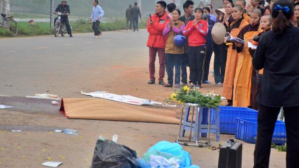 Hiện trường ngổn ngang của vụ thảm cảnh xe khách tông trực diện đoàn đưa tang khiến chục người t.ử vo.ng thương tâm