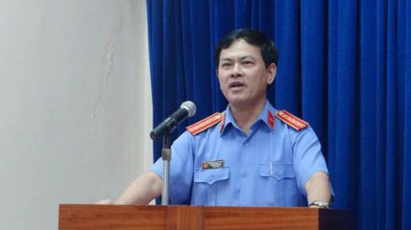 Nguyên Phó Viện trưởng VKSND Đà Nẵng lến tiếng về việc trong thang máy: Tôi chỉ nựng bé gái