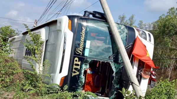 Xe khách đi hướng Lâm Đồng bất ngổ lật xuống, 40 hành khách gào thét kêu cứu