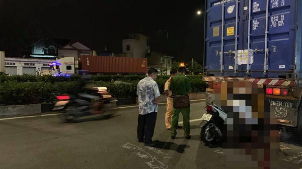 Xe máy biển Đắk Lắk cắm đầu vào đuôi xe container, nam thanh niên chế.t thả.m
