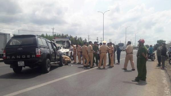 Sau khi gây tai nạn liên hoàn,tài xế dùng rìu chém người, ép ngã 2 cảnh sát giao thông