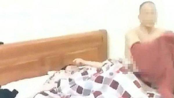 Chồng nữ GV bắt quả tang vợ ở nhà nghỉ với đồng nghiệp: Mẹ tôi nhắc nhở cũng cãi lại